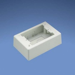 CAJA DE MONTAJE UNIVERSAL EN SUPERFICIE (DE DOS PIEZAS) C/ADHESIVO PARA CANALETA Pan-Way® LD, BLANCO (POWER RATED)